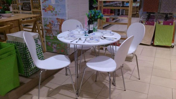 Bộ bàn ăn gỗ uốn Round table 1m1