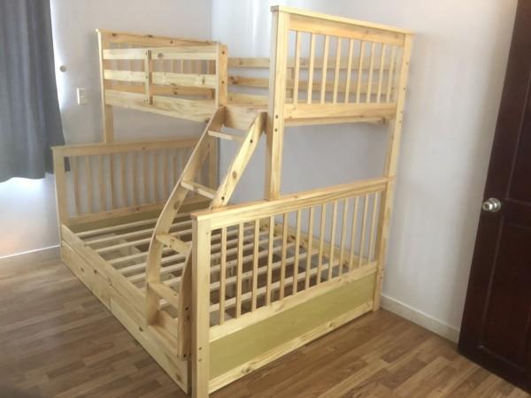 Giường tầng đôi gỗ thông